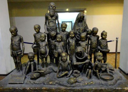 مجسمه ای در موزه آذربایجان