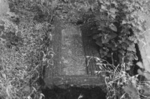 نمونه سنگ قبر قدیمی گورستان کلیسای مریم ننه