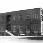 ۲۶ آذر ۱۲۹۵ ـ تأسیس دبیرستان فردوسی